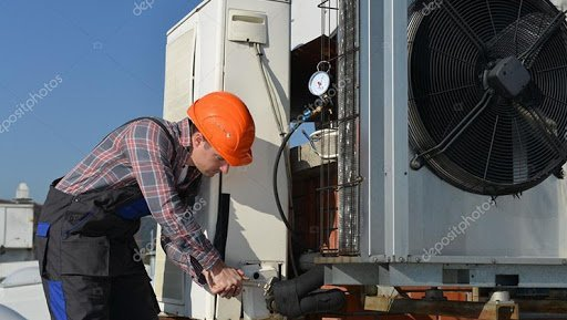 Adept AC Technicians at Your Service for 24 Hours a Day