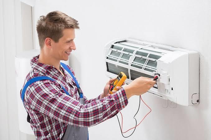 24×7 AC Repair Plantation Services from Adept Technicians